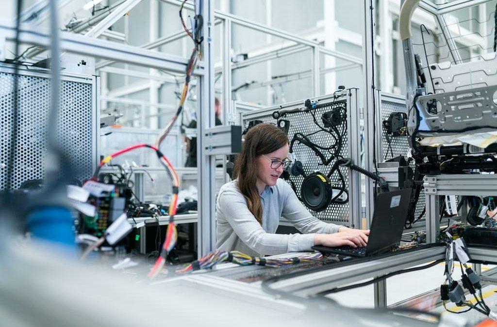 Planificación industrial asistida y optimizada en base a estrategias y  restricciones de negocio