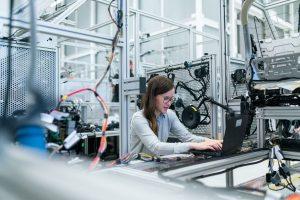 Eficiencia y productividad con control inteligente de la fabricación