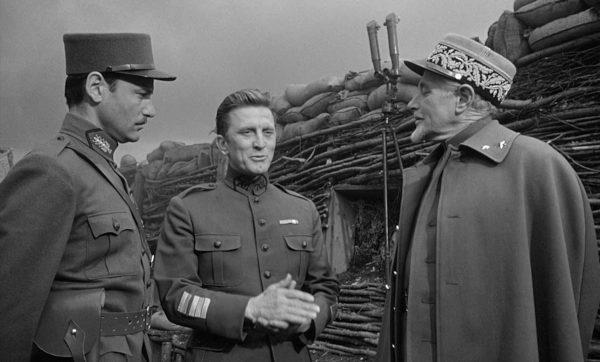 """En """"Senderos de Gloria"""", el general pasa revista a sus tropas"""